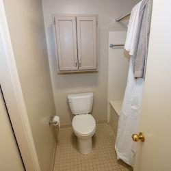 UA Highlands Apartment Bathroom